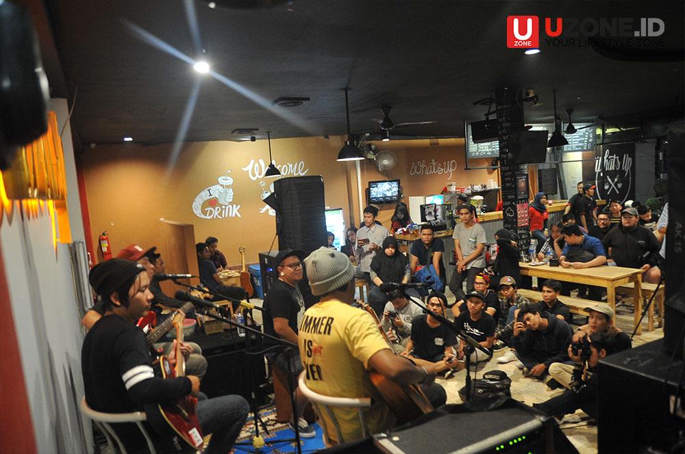 Rocket Rockers akustik performance di Whats up cafe Ciputat / © Dedy Maryanto