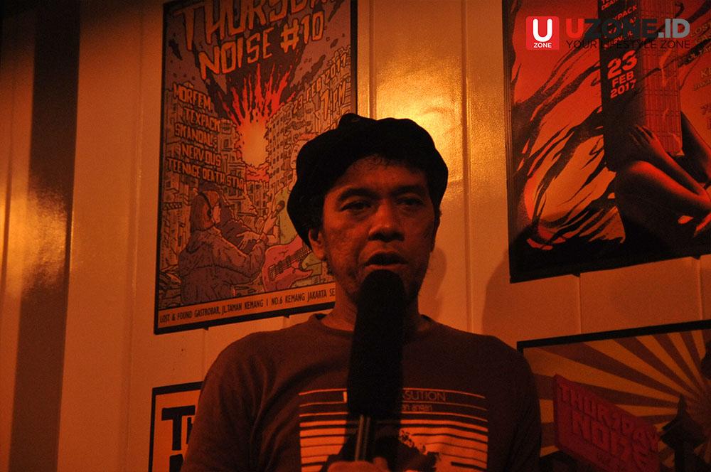 Jimmy Multhazam Vokalis Morfem saat Interview bersama Uzonee / © Aris Wahyudi