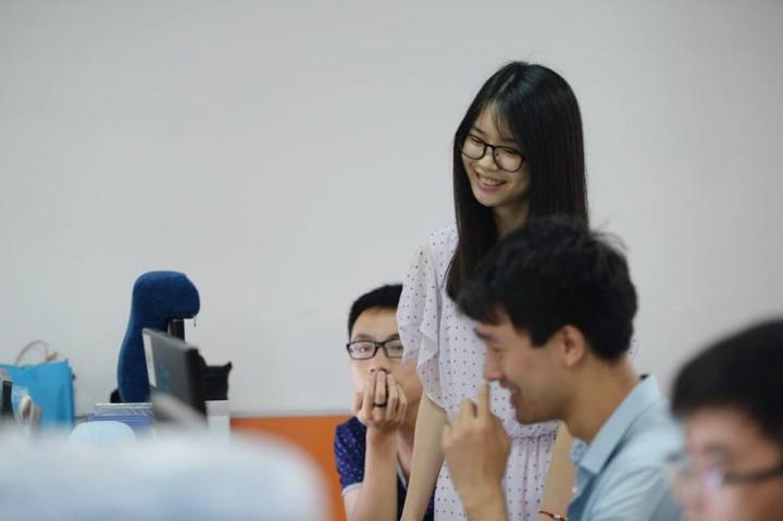 Perusahaan Internet di Cina Mempekerjakan Wanita Seksi Untuk Menghibur Programer