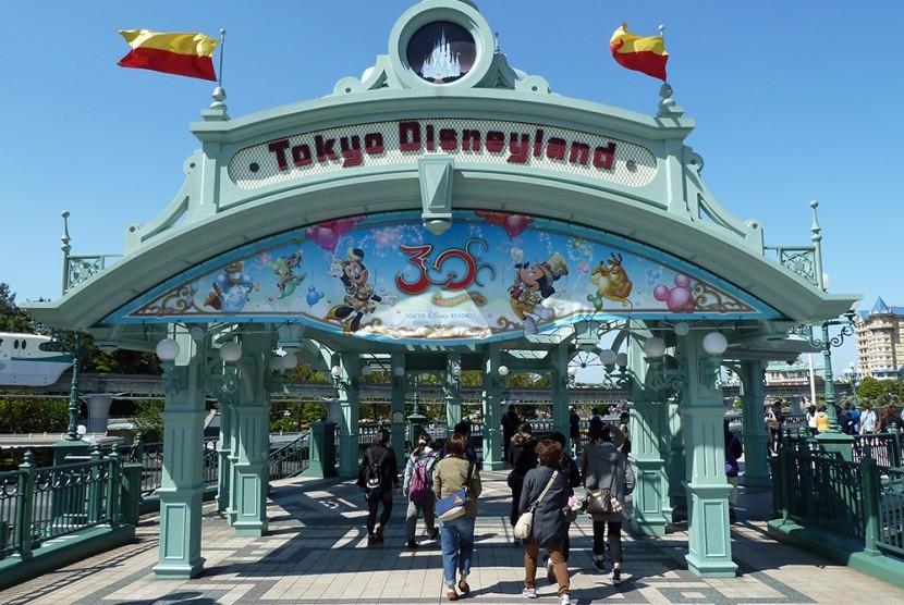 "Disneyland Tokyo Buat Wahana ""Beauty and the Beast"" dan ""Big Hero 6"""