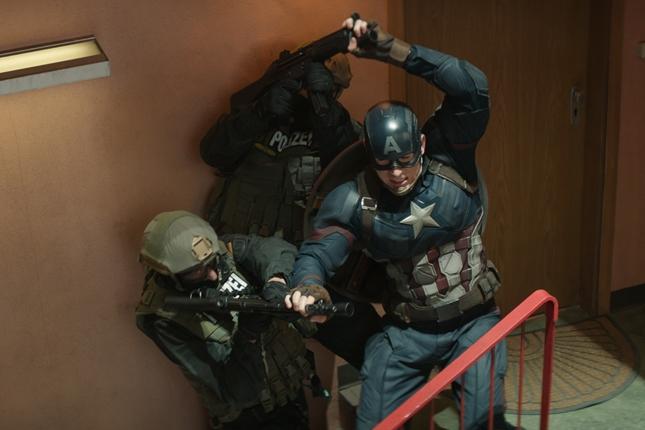 MOVIE REVIEW: Berbagi Jatah Tampil di Captain America: Civil War