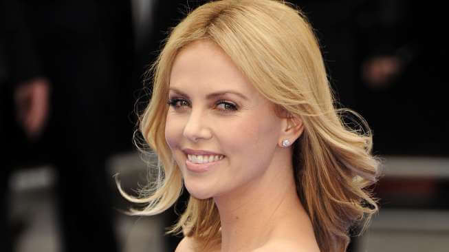 "Debut Charlize Theron Jadi Penjahat Utama di ""Fast and Furious 8"""
