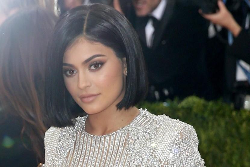 Kylie Jenner Bantah Kabar Kehamilannya