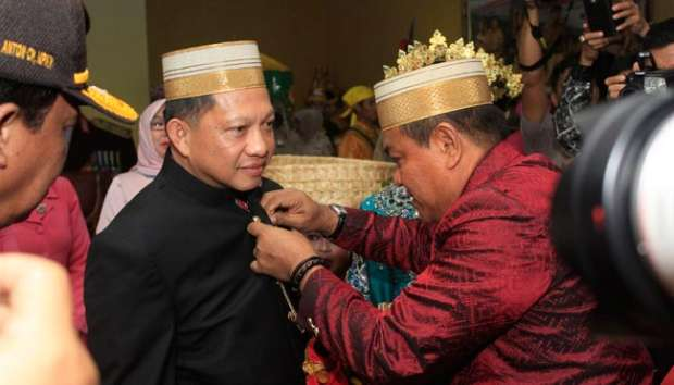 Hari Polwan, Kapolri Tito dan Istri Pimpin Gerak Jalan Polri