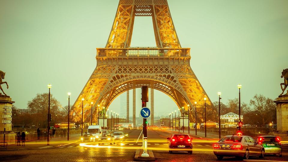 Paris Targetkan Jadi Tujuan Wisata Tanpa Busana
