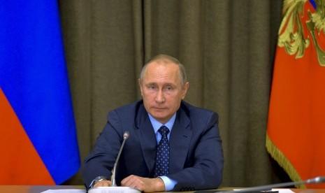 Aktor Hollywood Ini Dihadiahi Paspor Rusia oleh Presiden Putin