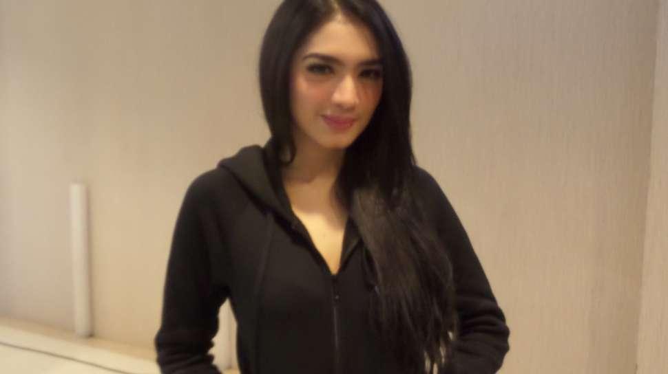 Angel Karamoy Diisukan Sudah Menikah Lagi - Uzone